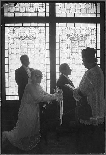 Une mariage réunissant quatre personnages dont Gabriel de Gravone et Nelly Muriel dans 'Le mariage de minuit' d'Armand du Plessy