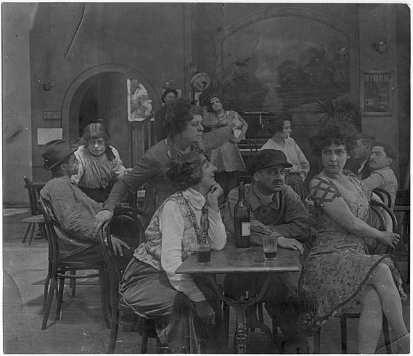 Scène dans un bar