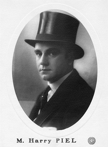 Portrait d'Harry Piel avec un chapeau haut-de-forme (Gaumont)