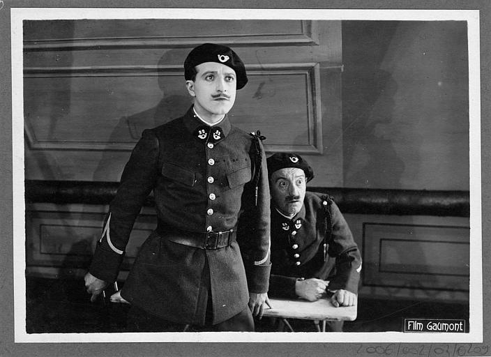 Deux soldats dont Aimé Simon-Girard surpris (Gaumont)
