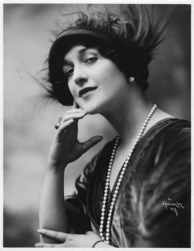Portrait de Lina Cavalieri avec un chapeau à plume (Paramount Picture)