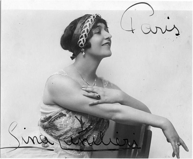 Portrait de Lina Cavalieri avec ruban serti de diamant dans les cheveux