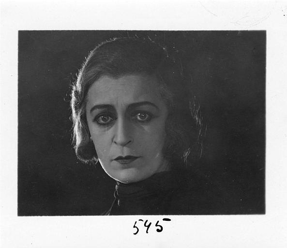 Visage de Diana Karenne dans le rôle de Mme Beauchêne dans 'Fécondité' de Nicolas Evreinoff et Henri Étiévant