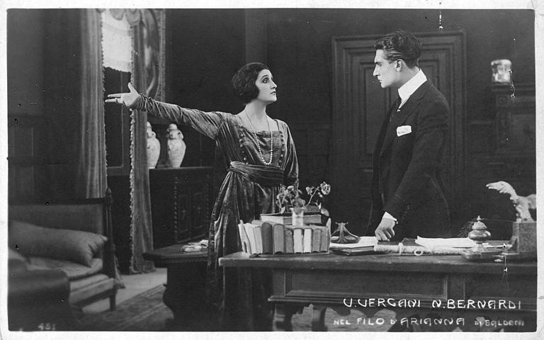 Vera Vergani et Nerio Bernardi dans un bureau