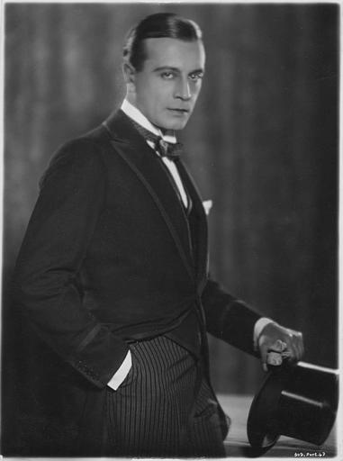 Portrait de Ivan Petrovich en Docteur Arthur Burdon dans 'The magician' de Rex Ingram (Metro-Goldwyn)