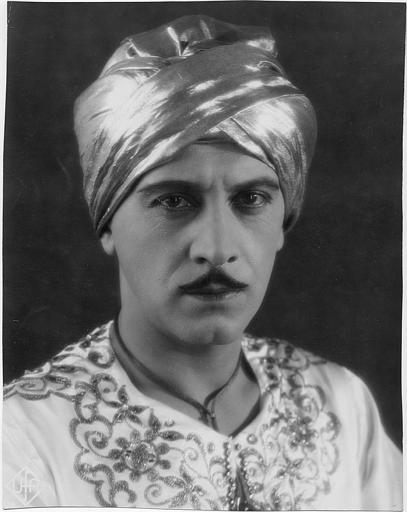 Portrait d'Ivan Petrovich en Prince Achmed dans 'Geheimnisse des Orient' d'Alexandre Volkoff