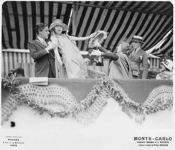 Betty Balfour dans le rôle de Violette Olivier perdant connaissance sur une tribune retenue par un homme : dans 'Monte-Carlo' de Louis Mercanton (Cinématographes Phocéa)
