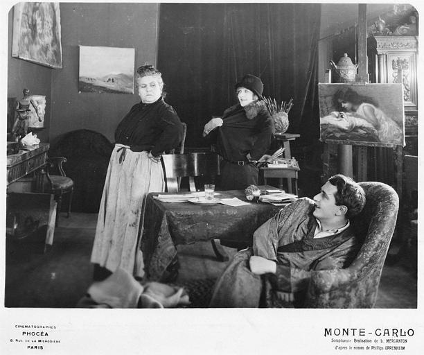Betty Balfour dans le rôle de Violette Olivier, un homme et une seconde femme dans un atelier d'artiste dans 'Monte-Carlo' de Louis Mercanton (Cinématographes Phocéa)