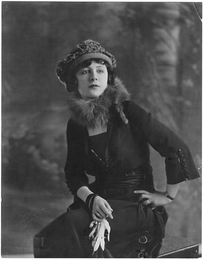 Portrait d'Ethel Grey Terry