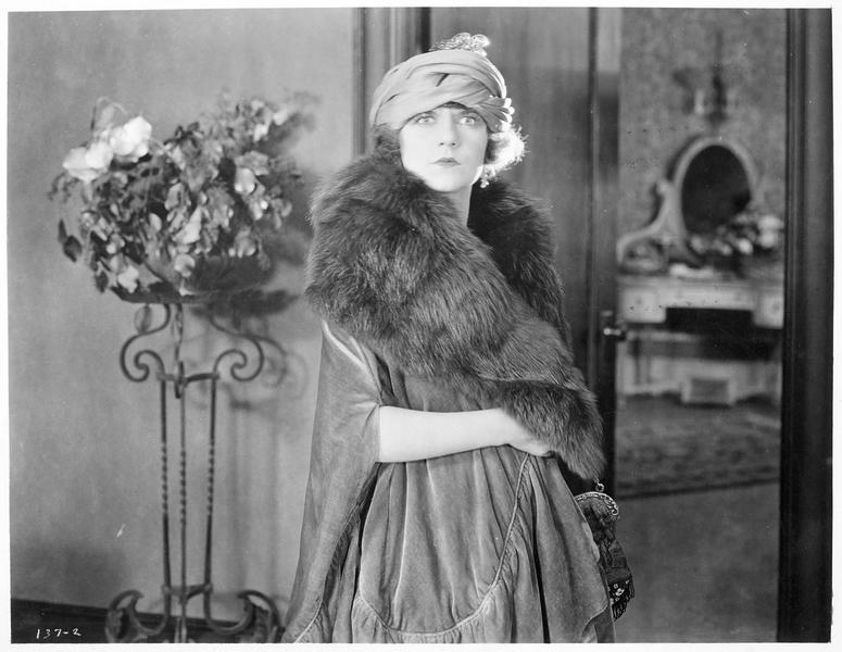 Clytie Whitmore (V. Dana)