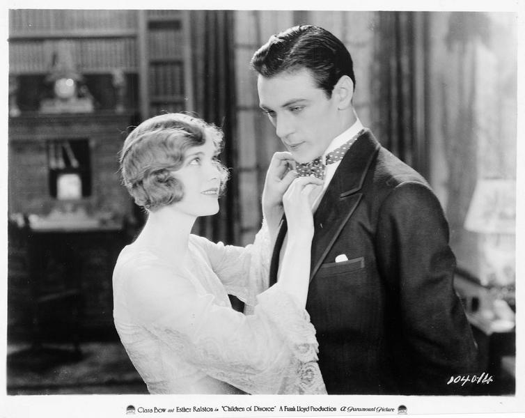 Jean Waddington (E. Ralston) et Edward D. Ted Larrabee (G. Cooper)