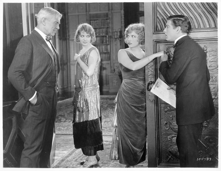 M. Moore (H. Bosworth), Hope Moore (J. Novak), Joy Moore (E. Novak) et Harold Trevis (C. Landis)