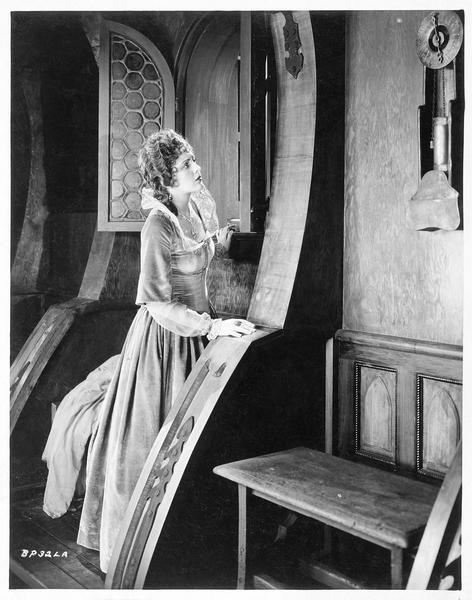 La princesse Isabelle (B. Dove) dans son palais