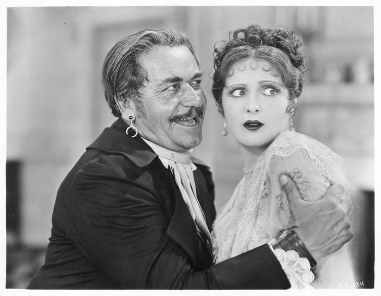 Antoinette Frobelle (B. Dove) et le capitaine Remy (N. Beery)
