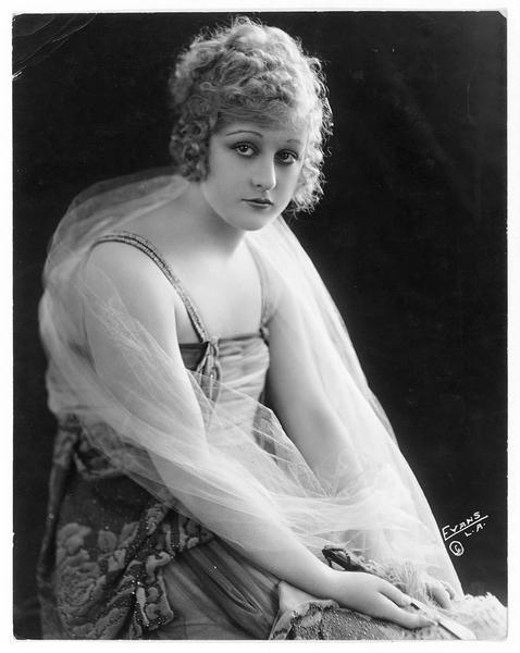Portrait de Grace Darmond dans le rôle de Gloria Graham