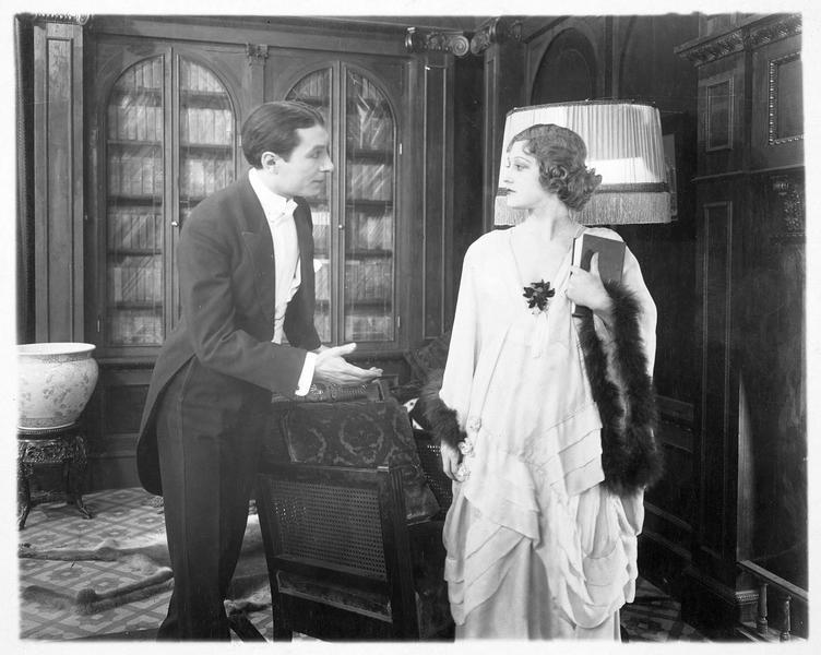 Leontine (G. Darmond) et Sebastian Navarro (L. Bary)