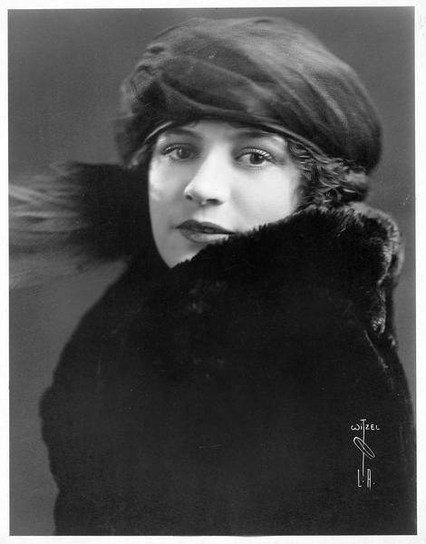 Portrait de Alice Lake dans le rôle de Jean Oliver