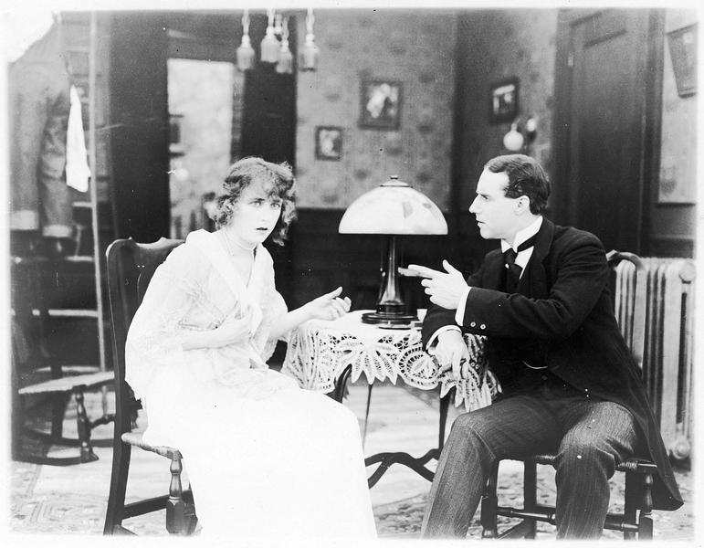 Bessie Waters (F. Billington) et Mark Kingsley (H. Gaye)