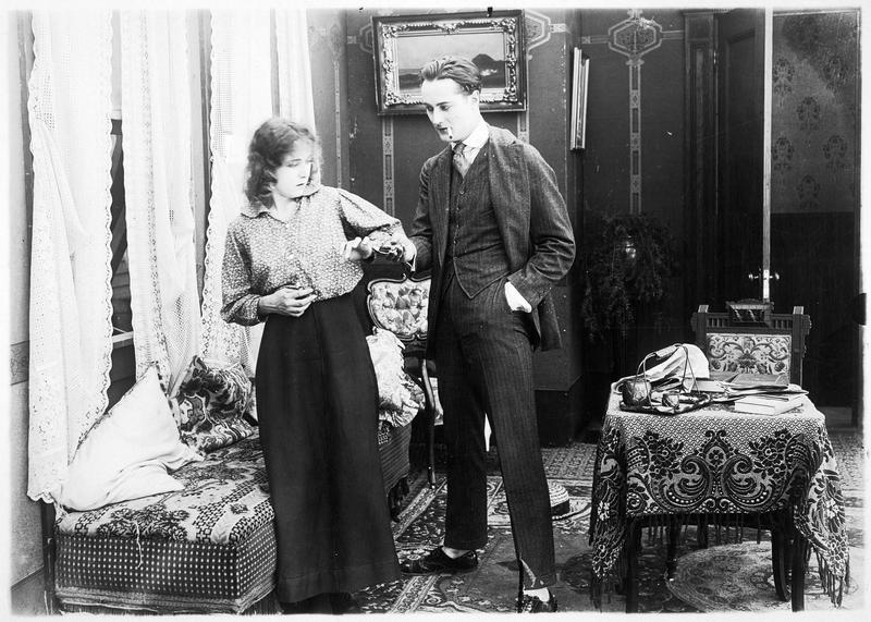 Agnès (F. Billington) et Mr. La Telle (W. Hinckley)