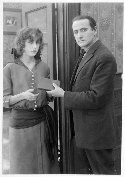 Frances Angel (F. Billington) et Jim MacPherson (S. de Grasse)