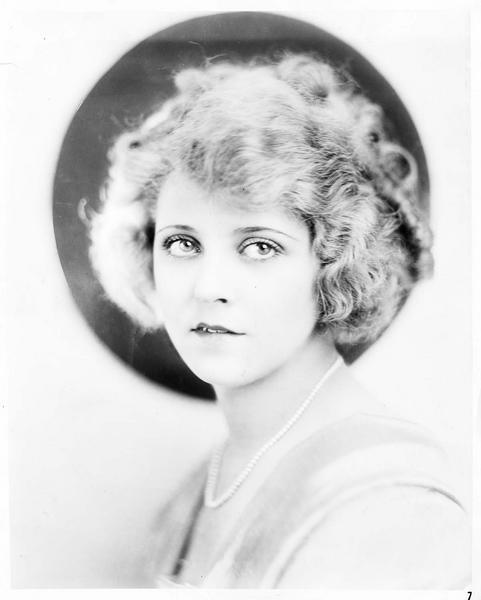 Portrait d'Eileen Percy dans le rôle de Mary Emerson