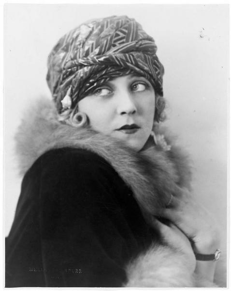 Portrait d'Eileen Percy dans le rôle de Cora Madison