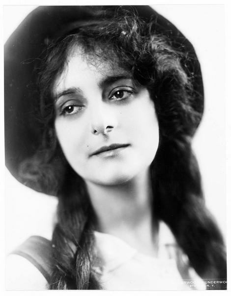 Portrait de Dorothy Bernard