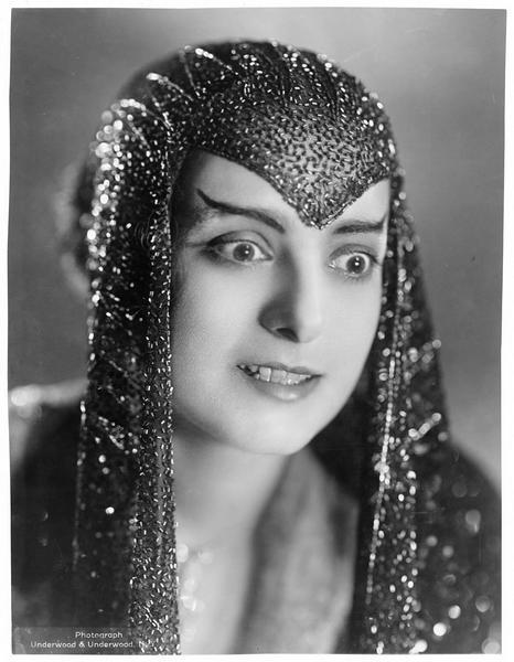 Portrait de Dorothy Bernard en égyptienne