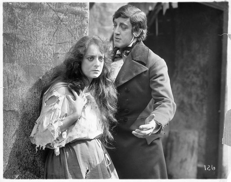 Eponine (D. Bernard) et Jean Valjean (W. Farnum)
