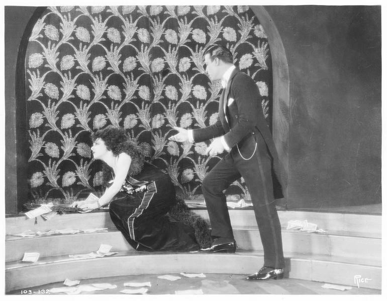 Armand Duval (R. Valentino) et Marguerite Gautier (A. Nazimova)