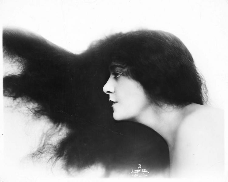 Portrait de Virginia Pearson