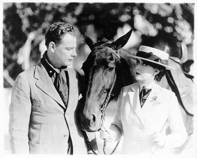 Claudia Perez (O. Petrova) avec son cheval et Richmond Harvey (M. Hamilton)