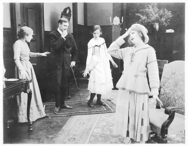 Octavia Bassett (V. Martin) et la femme de ménage (H. J. Eddy)