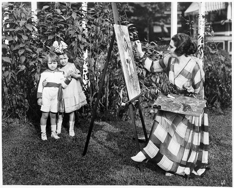 Une dame peignant le portrait de deux fillettes
