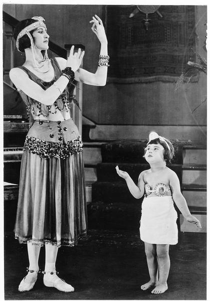 Baby Peggy prenant une leçon avec Louise Lorraine