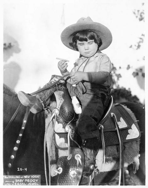 Portrait de Baby Peggy à cheval