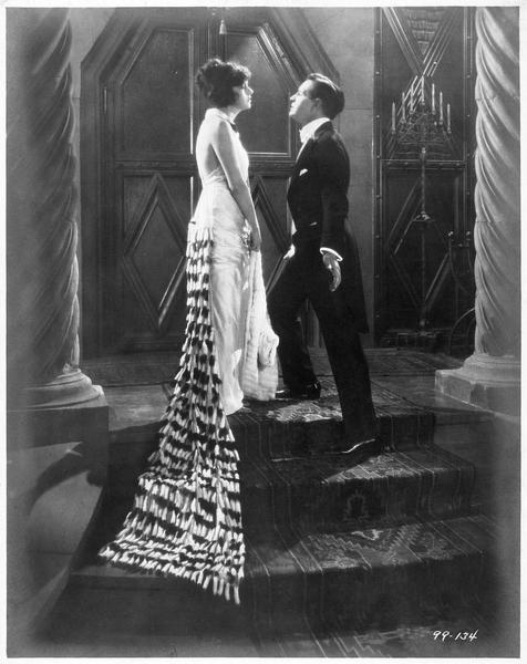 Valerie West (C. Griffith) et Louis Neville (C. Tearle)