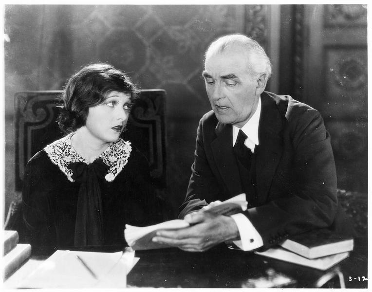 La grande duchesse Tatiana (C. Griffith) et Ivan son tuteur (C. Gillingwater)