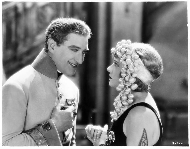 La comtesse Mariana Beltrami (C. Griffith) et le général Dostal (F. X. Bushman)