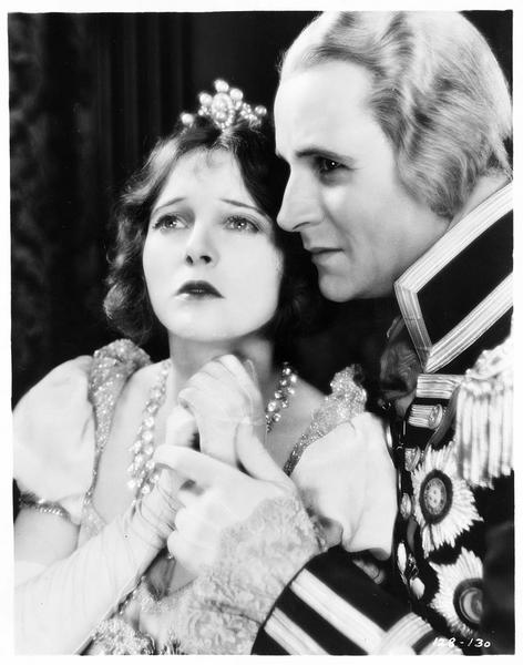 Lady Emma Hart Hamilton (C. Griffith) et Horatio Nelson (V. Varconi)