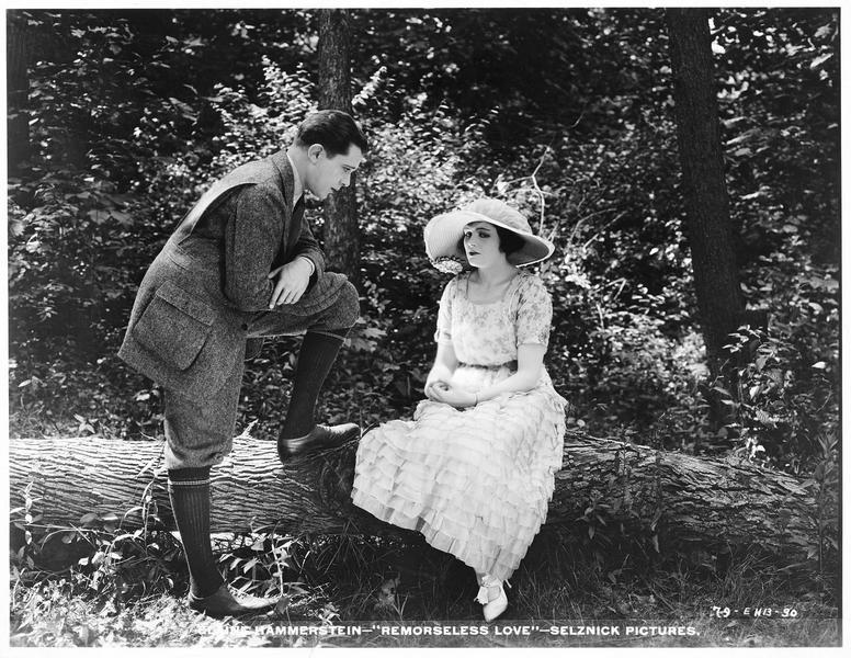Ruth Baird (E. Hammerstein) et Enoch Morrison (N. Welch) dans la forêt