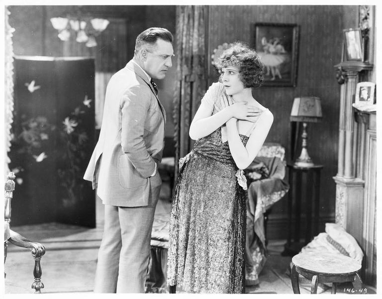Ruth Cassell (M. de la Motte) et Bob Elkins (J. Bowers)
