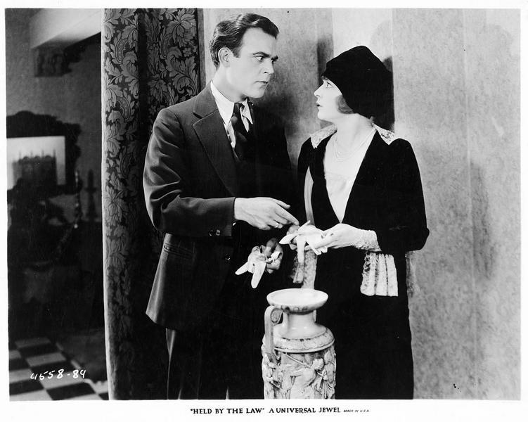 Tom Sinclair (J. Walker) et Mary Travis (M. de la Motte)