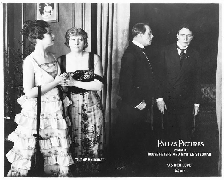 Marjorie Gordon (H. J. Eddy), Diana Gordon (M. Stedman), Keith Gordon (J. W. Johnston) et Paul Russell (H. Peters)