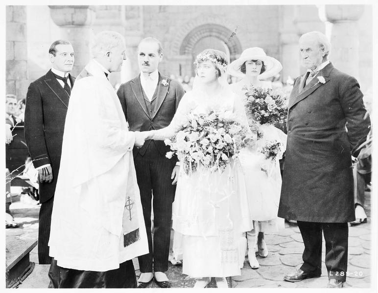 Le mariage de Mary MacNeill (K. MacDonald) et Lord Raa (J. Holt)