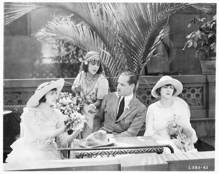 Mary MacNeill (K. MacDonald) et Lord Raa (J. Holt)