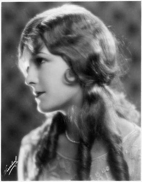Portrait de Marian Nixon