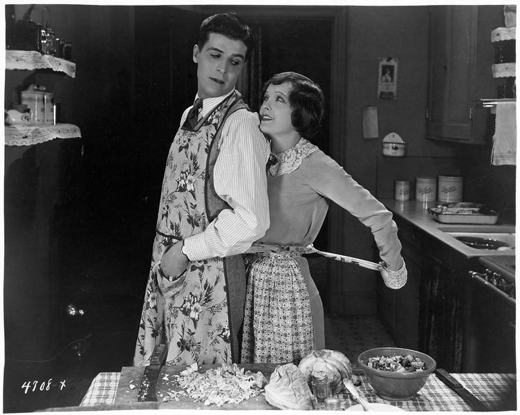 Le cuisinier (G. Lewis) et la cuisinière (M. Nixon)