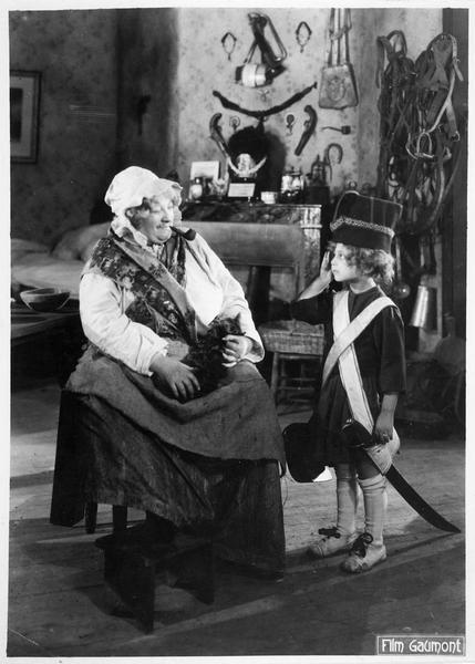 La mère Moscou (M. Guitty) chez elle savourant les délices de sa bouffarde
