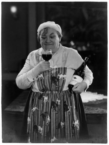 La femme de ménage (M. Guitty) buvant un petit Bourgogne